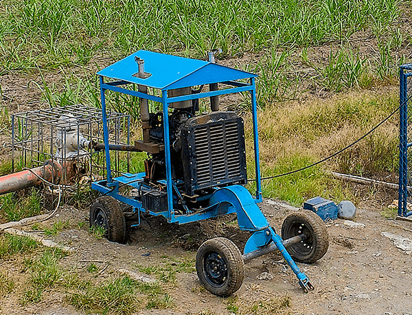 Un tractor azul